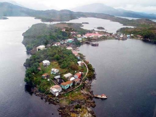 La Armada y Salud despliegan acciones ante detección de caso Covid-19 en Puerto Edén