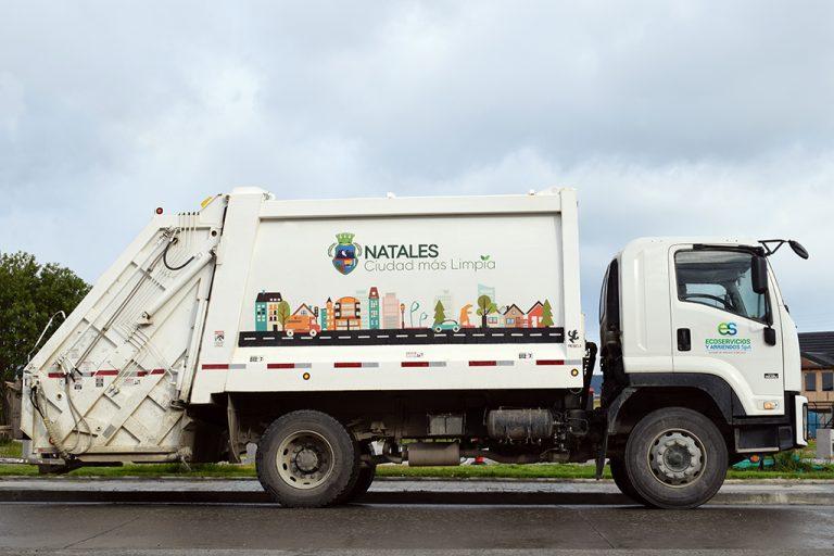 Alcalde Fernando Paredes adjudica licitacion de recolección de basura por 10 años