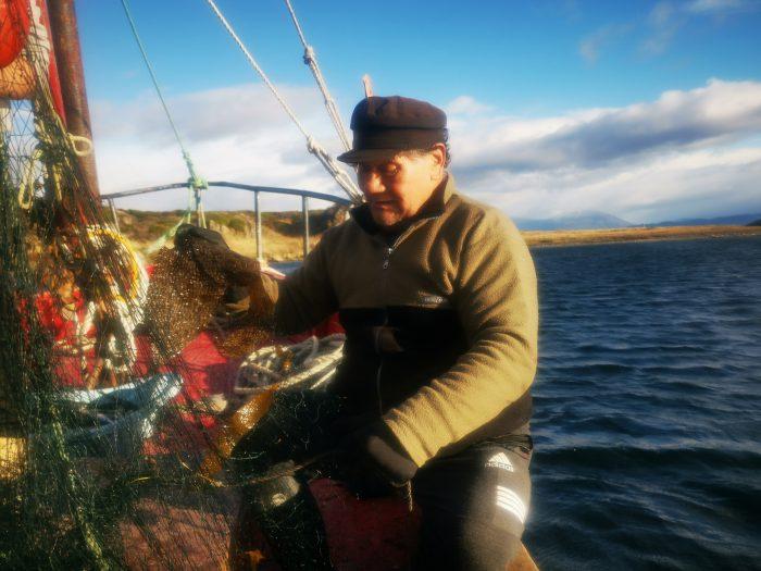 El cortometraje con el testimonio de un pescador kawésqar en defensa del mar frente a las salmoneras