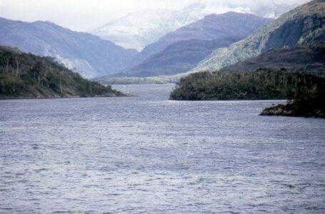 Comunidades kawesqar demandan anular permiso ambiental que autoriza ensanchar canal Kirke en Magallanes